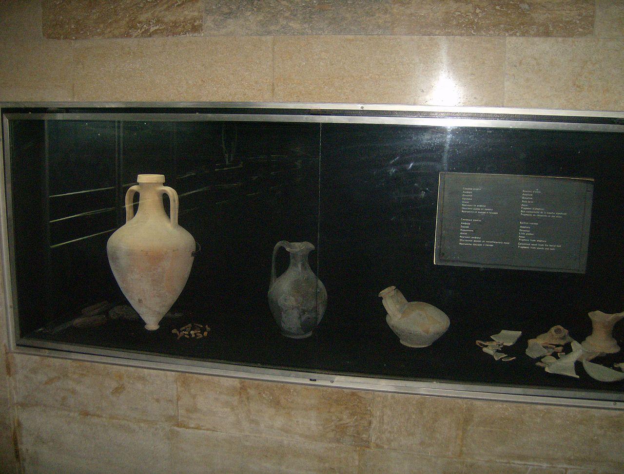 1280px-Kazanlak-tomb_4
